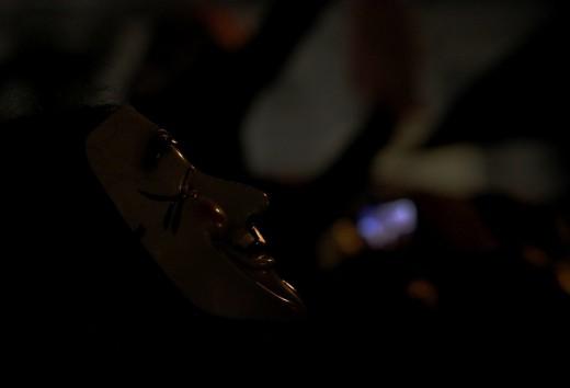 Un anónimo en la oscuridad.