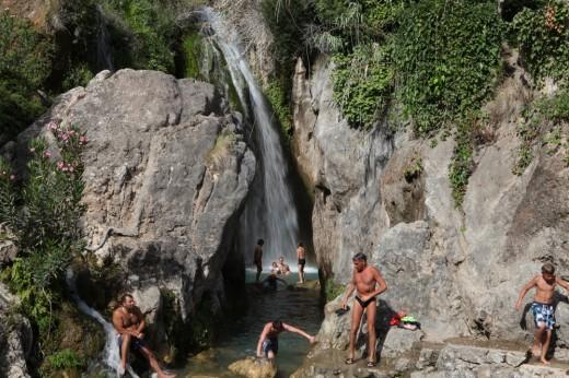 Baño en las fuentes de Algar.