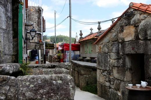Combarro, un pueblecito gallego construido en piedra.