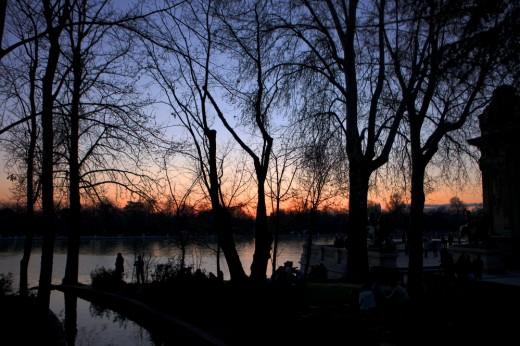 Atardecer en el estanque del Parque del Retiro.