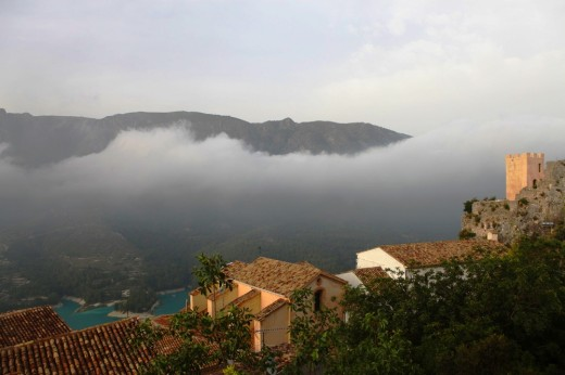 Estrato nuboso en Guadalest.