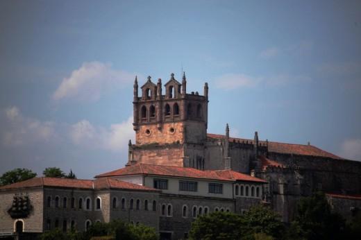 La iglesia de Santa María de los Ángeles en San Vicente de la Barquera.