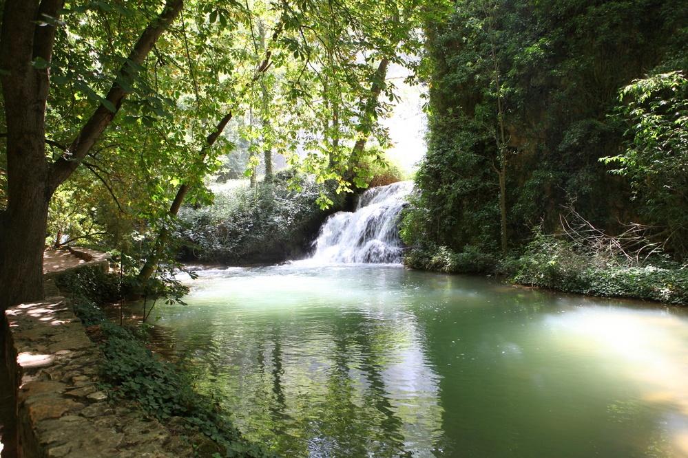 Luces, sombras, cascadas y remansos. (Río Piedra).