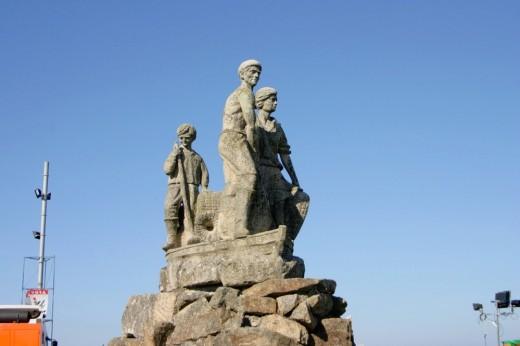 Monumento al mariscador en O'Grove