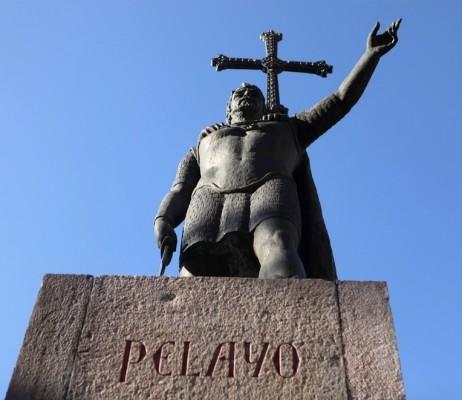 Monumento a Don Pelayo en Covadonga (Asturias)