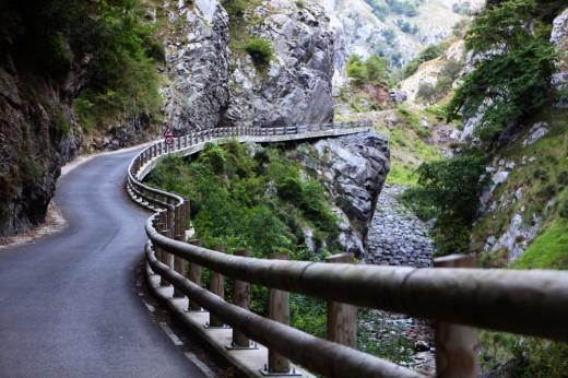 Carretera extrema en Picos de Europa.